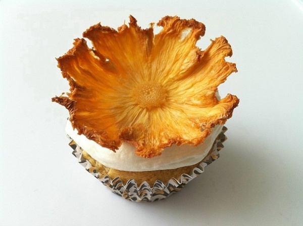 Сушеные цветы из ананаса