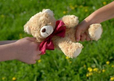 Как научить малышей делиться игрушками